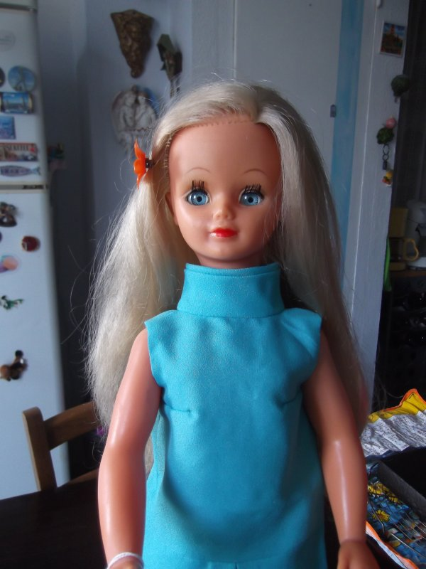 Betsie essaie une nouvelle robe
