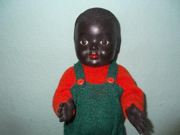 Bébé Convert est habillé pour noël
