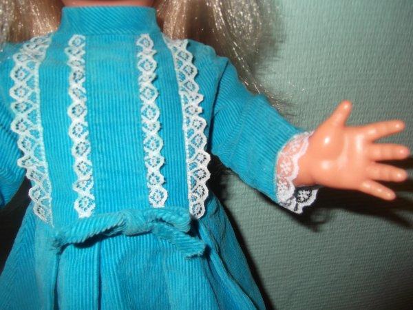 Héléna avec sa dentelle