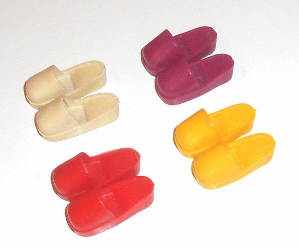 Avec ça, vous devriez y voir plus clair dans les chaussures de Sindy.