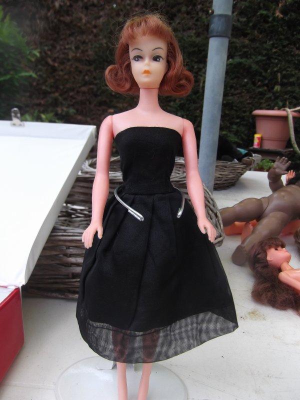 Petra essaie sa garde-robe