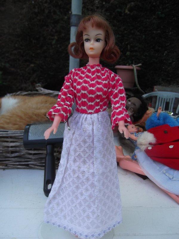 Petra a d'autres tenues à essayer.