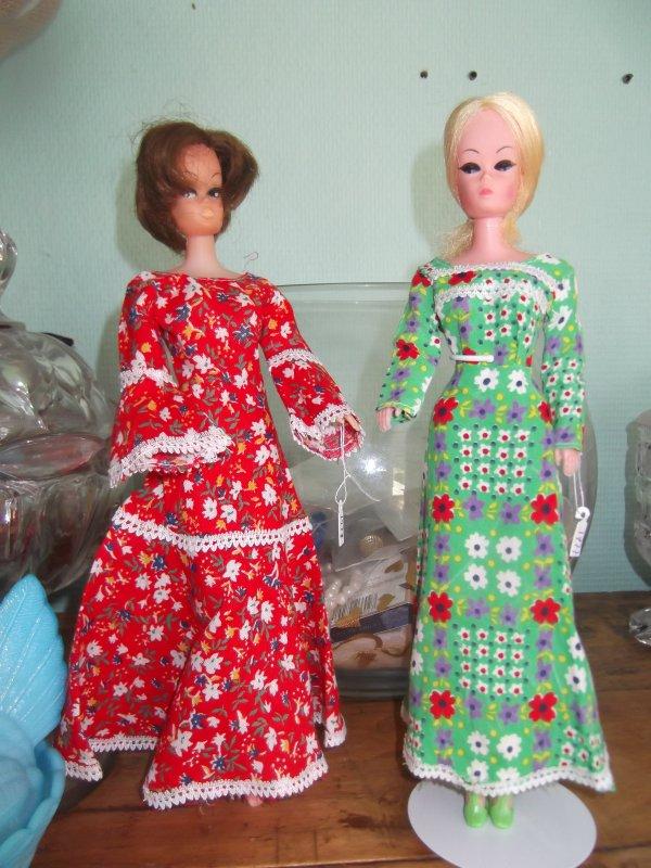 Deux clones présentés avec deux robes de 1977 et 1978