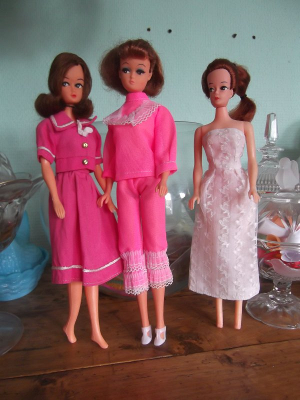 Petra en tenues clones