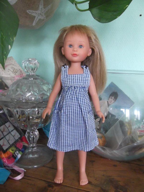 Angela, propre en petite robe vichy