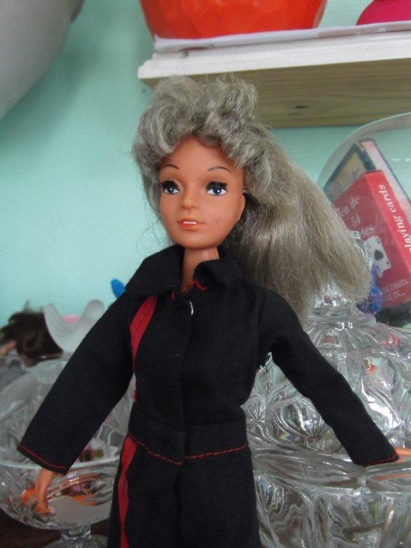 Shillman ou non? Adventure girl, version AA ?