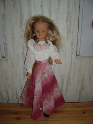 1644: 1976, année où j'ai reçu ma cathy, avec une robe de ce type , moi en bleu pour une brunette, ici en rose pour cette blondinette