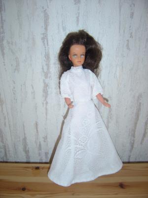 une jolie robe blanche