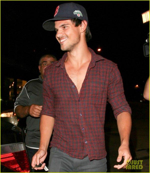 Taylor Lautner, bien loin du scandale Robsten