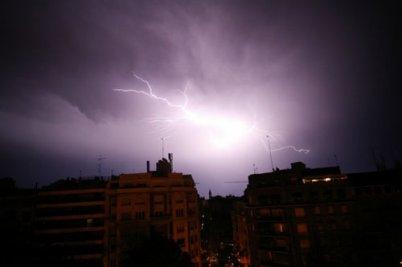 Violents orages dans l'Essonne et le Béarn.