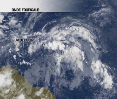 Une onde tropicale menace les Antilles.
