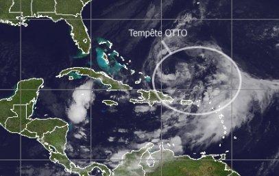 Tempête subtropicale Otto dans l'océan Atlantique.