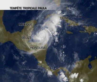 Un cyclone tropical menace les Caraïbes.