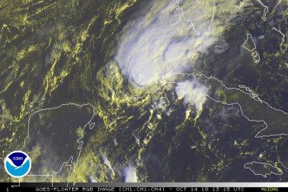 Le cyclone Paula faiblit en arrivant sur Cuba.