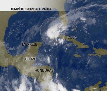 Paula rétrogradé en tempête tropicale en abordant l'Ouest de Cuba.