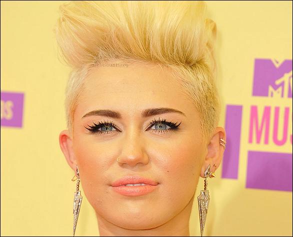 Le : 06/09/12 : Mil aux MTV Vidéo Music Awards.