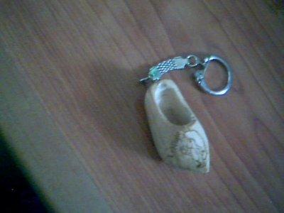 porte clés niglo sur un sabot