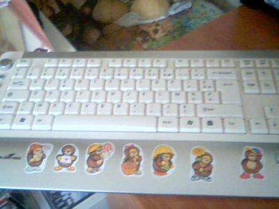 mon clavier avec des autocollant niglo dessu