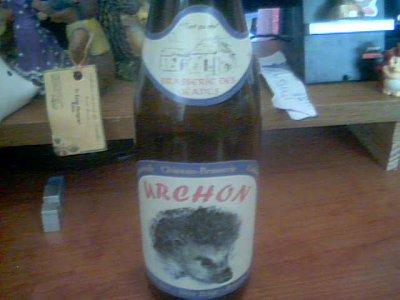 Etienne Jean CAQUEUE ma offert une bouteille avec un niglo dessus