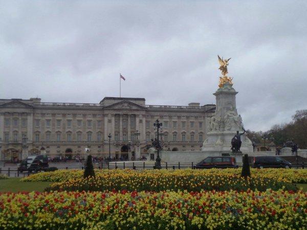 Londres est la capitale de l'Angleterre, l'Angleterre est le pays des One Direction, mais Londres est surtout une magnifique ville !