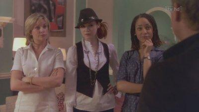"Karen Gillan dans ""Harley Street"" (2008)"