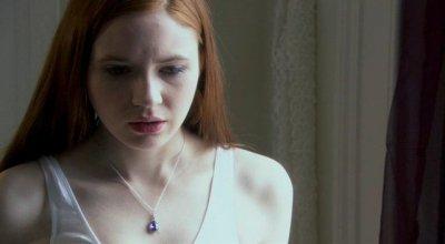 """Karen Gillan dans """"Stacked"""" (2008)"""