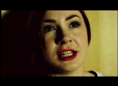 "Karen Gillan dans ""In love with Coward"" (2012)"