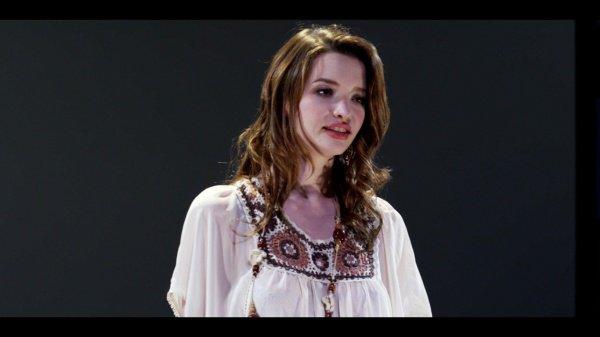 "Talulah Riley dans ""White Frog"" (2012)"
