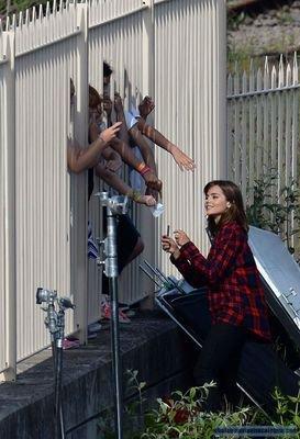 """Jenna Coleman sur le tournage de """"Doctor Who"""" le 16 juin 2014"""
