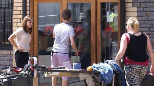 """Jenna Coleman sur le tournage de """"Doctor Who"""" le 19 juin"""