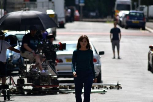 """Jenna Coleman sur le tournage de """"Doctor Who"""" le 17 juillet 2014"""