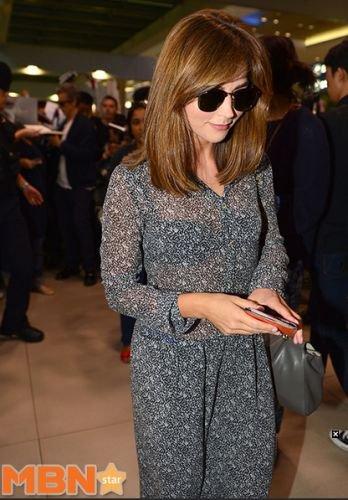 Jenna Coleman à l'aéroport de Séoul le 9 août