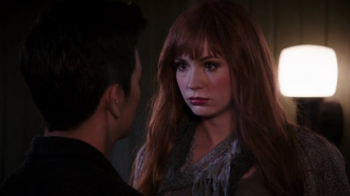 "Karen Gillan ""Selfie"" Episode 1 ""Pilot"" Screencaptures"