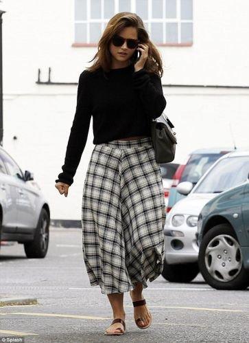 Jenna Coleman dans les rues de Londres le 27 août 2014