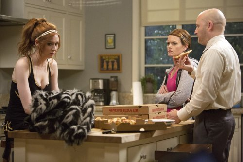 "Karen Gillan ""Selfie"" Stills de l'épisode 3 ""With A Little Yelp From My Friends"""