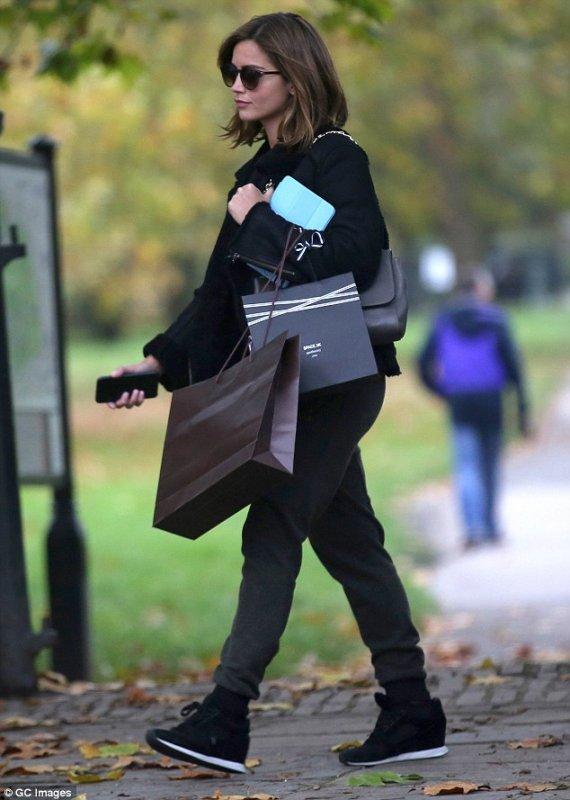 Jenna Coleman Candids à Primrose Hill le 5 novembre
