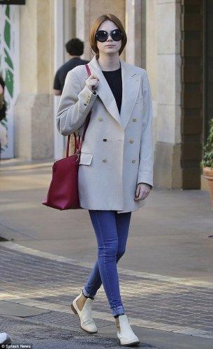 Karen Gillan Candids à Los Angeles le 26 novembre