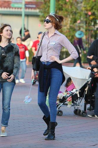 Karen Gillan à Disneyland pour célébrer son anniversaire à Anaheim le 29 novembre