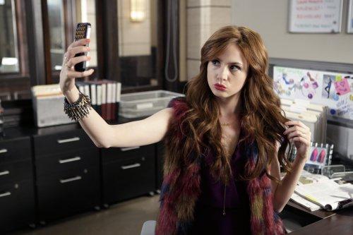 """Karen Gillan """"Selfie"""" Stills de l'épisode 9 """"Follow Through"""""""