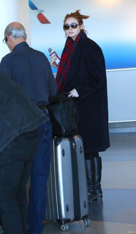 Karen Gillan à l'aéroport de LAX le 13 février