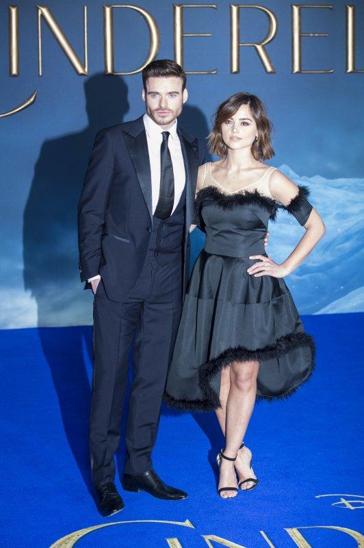 """Jenna Coleman à la Première de """"Cinderella"""" le 19 mars à Londres"""