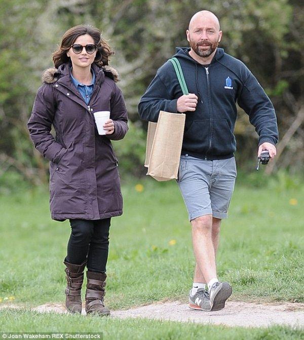 Jenna Coleman sur le tournage de la saison 9 de Doctor Who le 27 avril au Pays de Galles