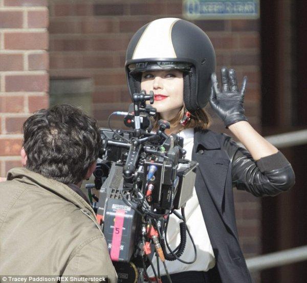 Jenna Coleman sur le tournage de la saison 9 de Doctor Who le 11 mai à Cardiff