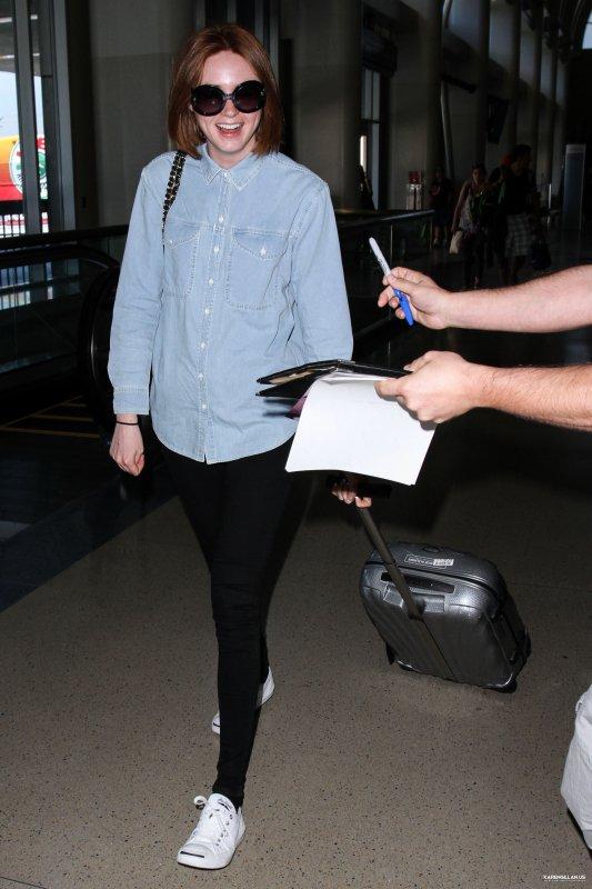 Karen Gillan à l'aéroport de Los Angeles le 29 mai 2015
