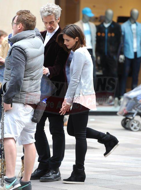 Jenna Coleman sur le tournage de la saison 9 de Doctor Who le 10 juin