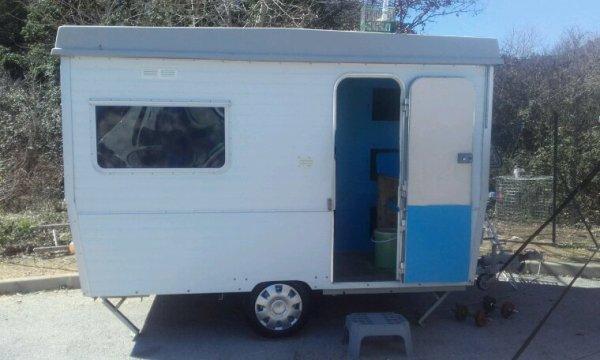 650 euro Vend ma caravane tre bonne eta 14 cage et 2 voiliere et un contoire de préparation 650adb 0650929850