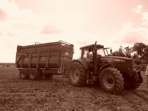 MF 7485 et benne coutand