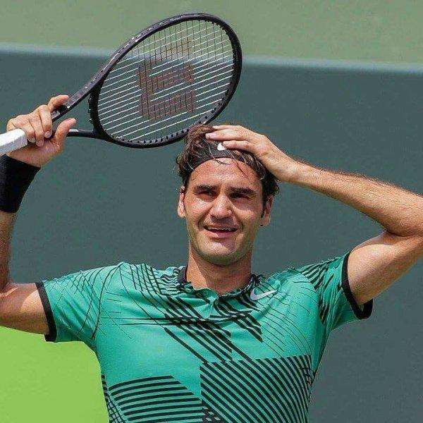 Là-haut, au-dessus de tous, plane Roger Federer