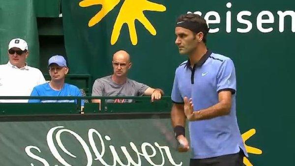 Roger Federer signe sa 1100e victoire sur le circuit à Halle
