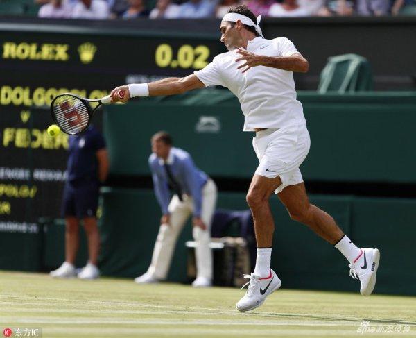 Roger Federer avance au deuxième tour sans lutter